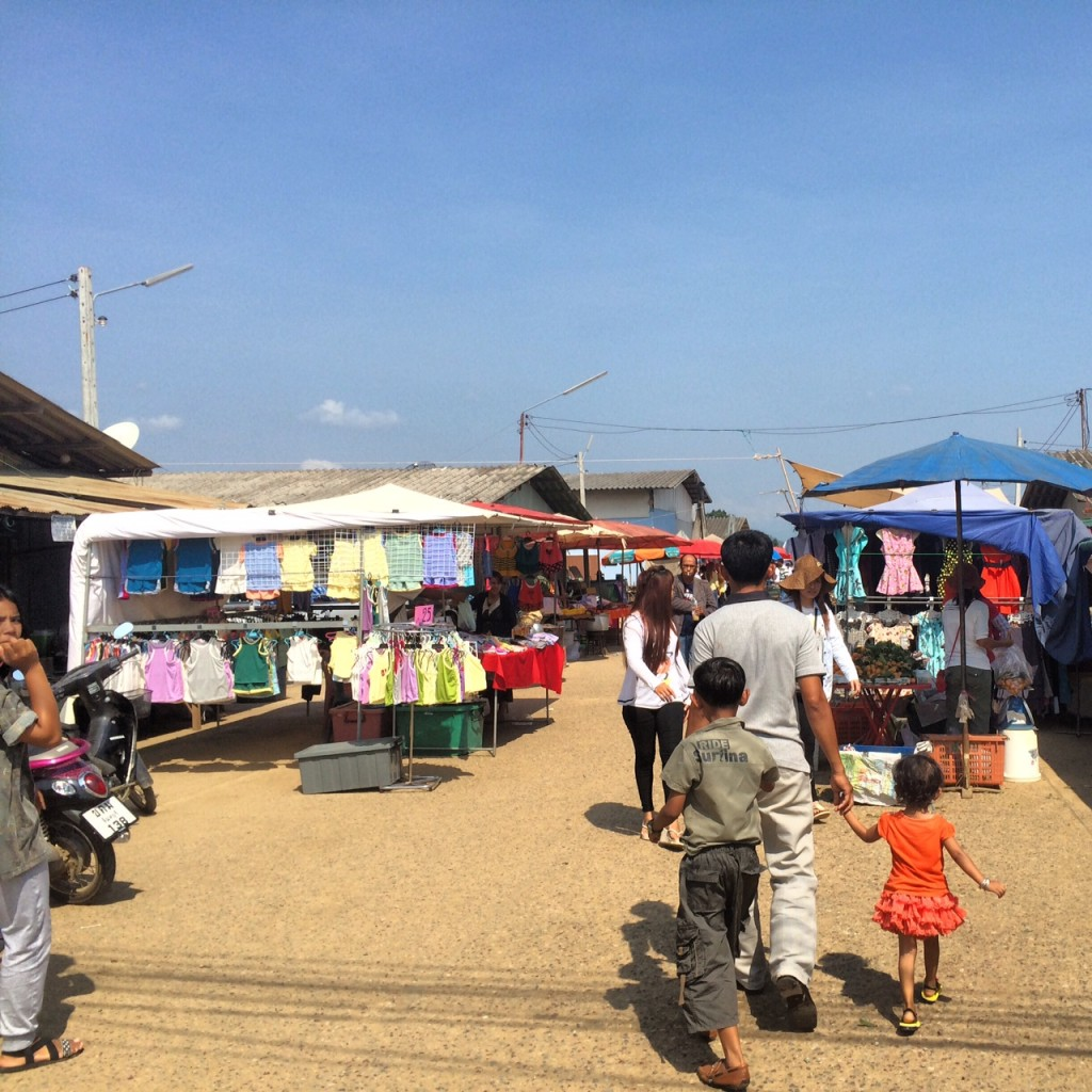 Phsar Prum market, Phnom Yat Guest House, and the golden stupa at Phnom Yat Hill in Pailin